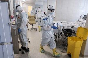 V Rusku pribúdajú tisíce nakazených koronavírusom.
