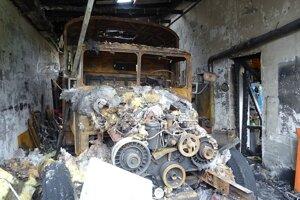 Oheň zničil vzácnu Tatra 111 Cestné laboratórium.