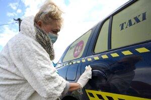 Vozidlá bolo nutné pred spustením prevádzky poriadne vydezinfikovať.