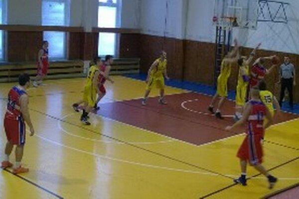 Stretnutie sa z dôvodu rekonštrukcie športovej haly hralo v Handlovej.