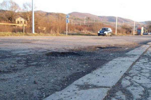 Stav cesty na vlakovú stanicu Žiarčania dlhodobo kritizujú.