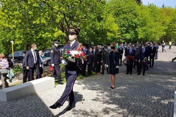 Spomienkový akt na vojenskom cintoríne Háj Nicovô v Liptovskom Mikuláši.