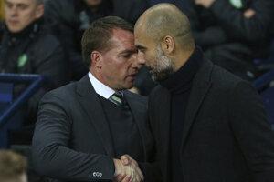 Brendan Rodgers (vľavo) s trénerom Manchestru City Pepom Guardiolom.