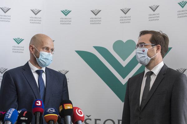 Minister zdravotníctva Marek Krajčí (vpravo) a nový šéf Všeobecnej zdravotnej poisťovne Richard Strapko.
