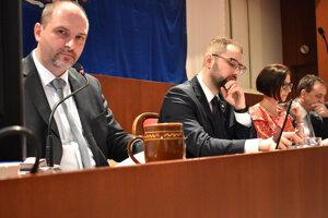 Radní vidia v znížení počtu úradov  na polovicu úsporu rádovo v miliónoch eur.
