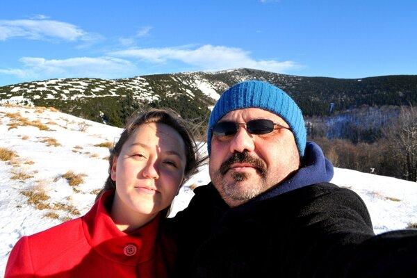 MUDr. Ignjatovič s dcérou na horách.