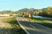 Cyklochodník popri Váhu.