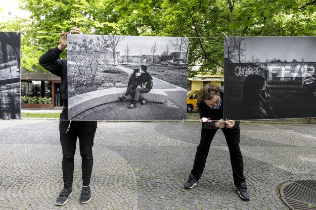 Výstavu pripravilo České centrum spoločne s miestnym úradom Staré Mesto a českou ambasádou.