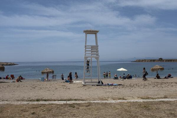 Pláž v oblasti Glyfada na juhozápade Atén.