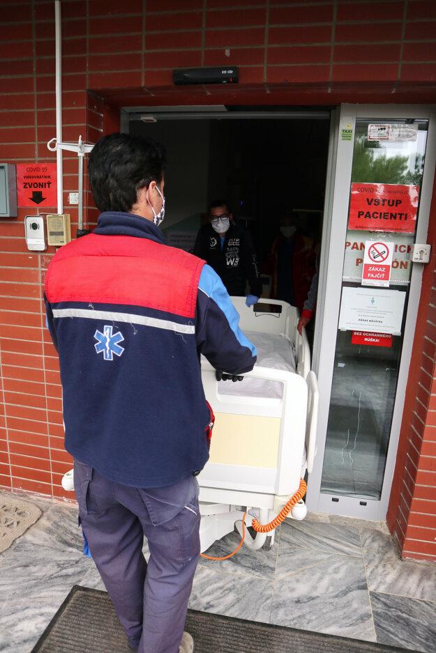 Fakultná nemocnica s poliklinikou v Žiline ukončila činnosť pandemického pavilónu dočasne zriadeného pre pacientov s podozrením na ochorenie COVID-19.
