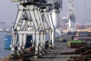 Žeriavy v prístave v Antverpách.
