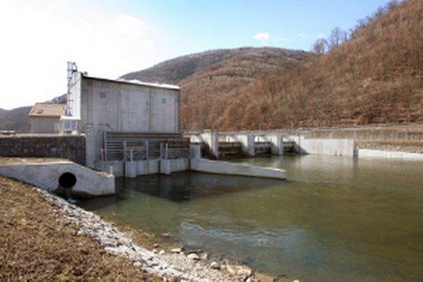 Jedna z už existujúcich malých vodných elektrární na Hrone.