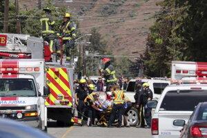 Záchranná akcia po páde akrobatického lietadla v kanadskom meste Kamloops.