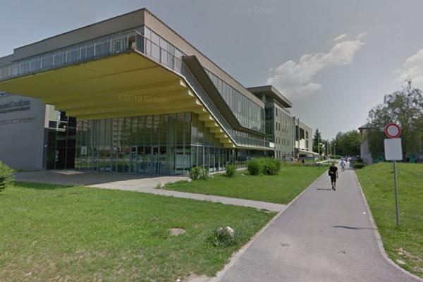 Incident sa stal pred budovou knižnice Technickej univerzity Košice.