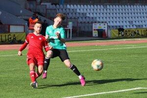 Dominik Rucek (v červenom) v drese AS Trenčín.