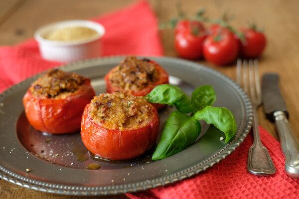 Pečené plnené paradajky.