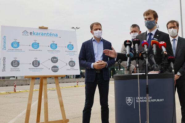 Premiér Igor Matovič, minister vntra Roman Mikulec, minister zdravotníctva Marek Krajčí a Ján Bučkuliak.