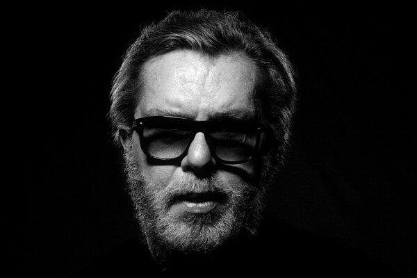 Richard Müller vo videoklipe k novej piesni Anomália, ktorú vydal 25.5. 2020.