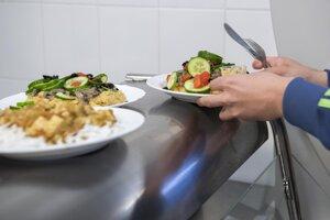 Otvoria školy aj jedálne.