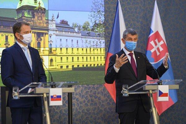Predseda vlády SR Igor Matovič (vľavo) a český premiér Andrej Babiš.