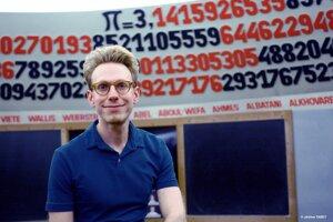 Daniel Tammet sa stal známym aj vďaka tomu, že vytvoril európsky rekord v počte čísiel za desatinnou čiarkou čísla Pí prednesených naspamäť.