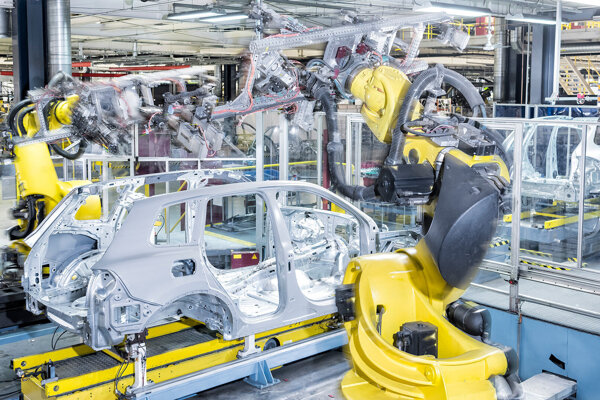 Priemyselné roboty vo fabrike Volkswagen Slovakia