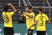 Hráči Borussie Dortmund sa tešia z gólu.