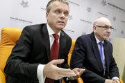 Generálny riaditeľ kancelárie predsedu NKÚ Ľubomír Andrassy a jeho predseda Karol Mitrík.