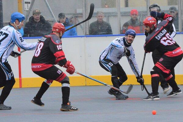 Hokejbalové ihriská ožijú tento víkend.