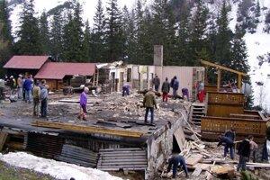 Chata počas rekonštrukcie v roku 2006. Terasa už vtedy stála.
