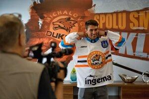 Samuel Takáč si v budúcej sezóne oblečie dres michalovskej Dukly.