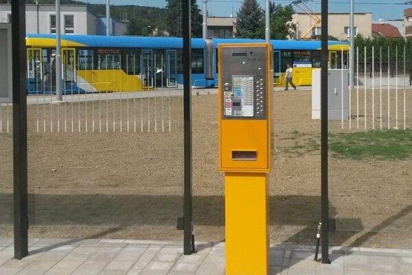 Automat na cestovné lístky.