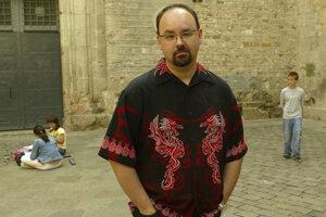 Španielsky spisovateľ Carlos Ruiz Zafón.