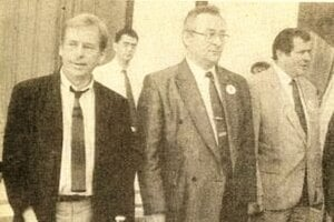 Do Turca počas volebnej kampane prichádzali vtedajší vrcholoví predstavitelia štátu. – prezident ČSFR Václav Havel (vľavo),  premiér SR Milan Čič aminister vnútra SR Vladimír Mečiar.