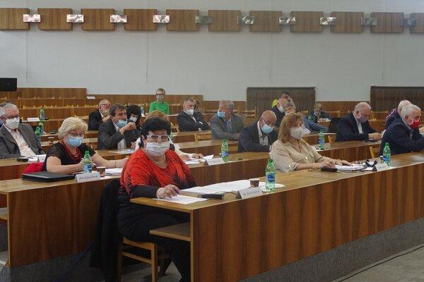 Na štvrtkovom zasadnutí zastupiteľstva v Považskej Bystrici schválili poslanci založenie dopravného podniku.