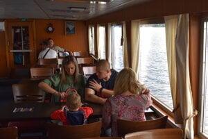 Cestujúci v podpalubí lode Bohemia.
