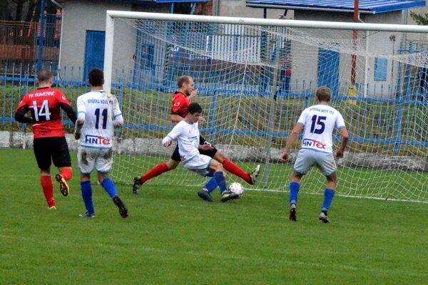 Podmienky pre futbal v Spišskej Novej Vsi sa mierne zlepšujú.
