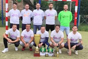 Majstrovský titul vsúťaži MÚMF Levice obhájili hráči Špedimexu.