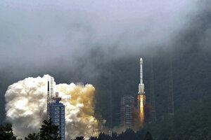 Raketa nesúca posledný satelit navigačného systému Beidou štartuje z centra Xichang.