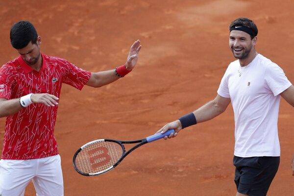 Novak Djokovič (vľavo) a Grigor Dimitrov.