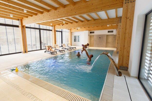 Priestor na dokonalý relax, bazén vo wellness centre.