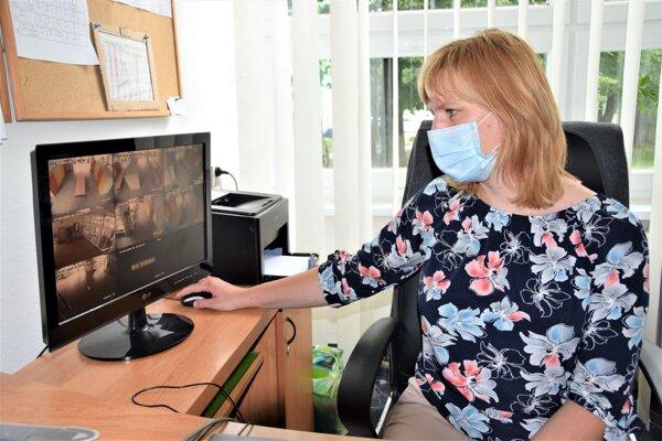 Prehľad o tom, čo sa deje na ZŠ J.Kronera v Martine má riaditeľka aj vďaka kamerovému systému.