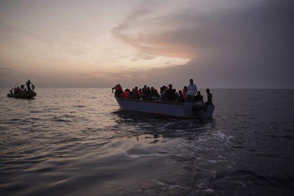 Počet migrantov na ceste z Turecka do Grécka medziročne klesol