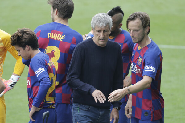 Futbalisti FC Barcelona po zápase.