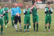 Futbalisti Slovan Šahy sa takto tešili zvíťazstva vposlednom zápase uplynulej sezóny. Doma hostili Komjatice, ktoré zdolali 1:0.