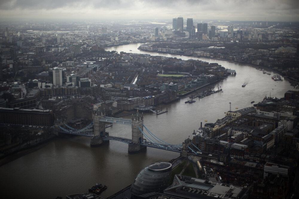 Tower Bridge je 268 metrov dlhý a rozpätie medzi vežami je 60 metrov.