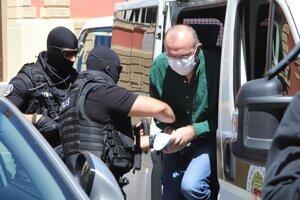 Príchod Kajetána Kičuru na Špecializovaný trestný súd v Banskej Bystrici.