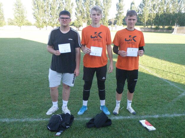 Najlepší traja vkategórii dorastencov zľava Martin Makovník, Tobias Guliš aĽubor Hodúr.