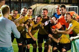 Takto vyzerala vlaňajšia radosť hráčov MFK ASGuard Security po postupe do finále v Piešťanoch.