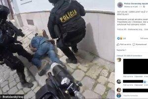 Zásah polície proti mužovi s nožom